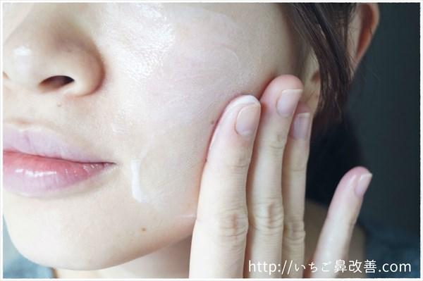 いろはだの美容乳液を顔に塗ってみました